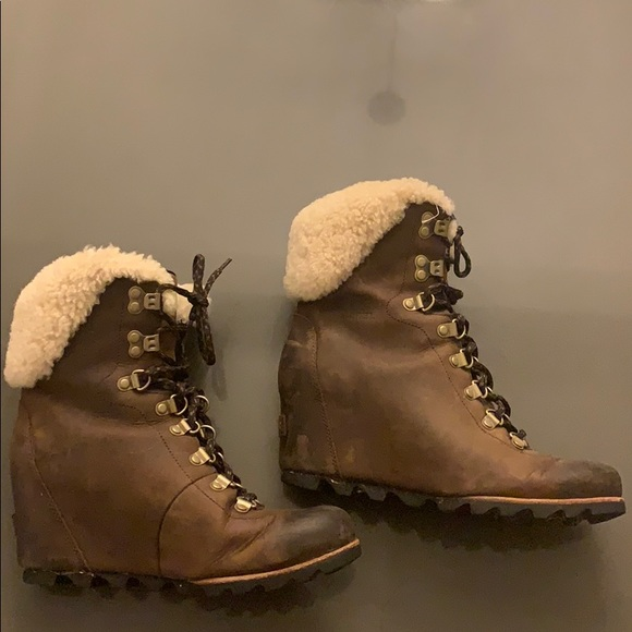 Sorel Conquest wedge shearling boot